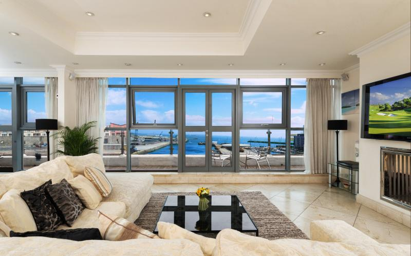 The Finest Apartment in Galway - Luxury Penthouse, vacation rental in Galway