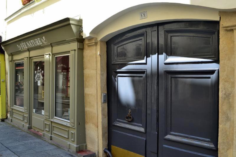 Building entrance door