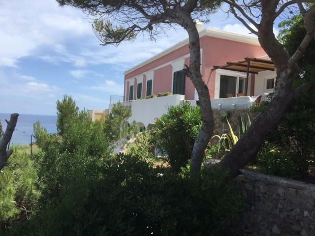 Incredible Villa in Ponza downtown – semesterbostad i Ponza Island