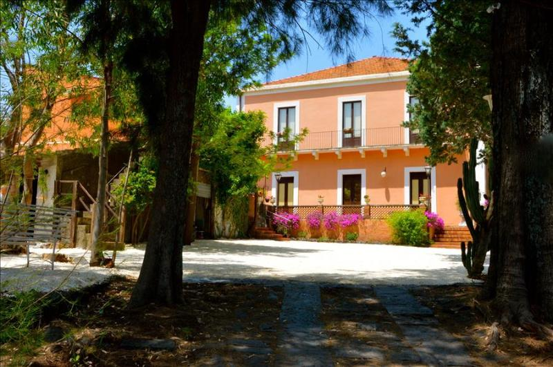 Villa Bonaccorso - Il Casale, casa vacanza a Viagrande
