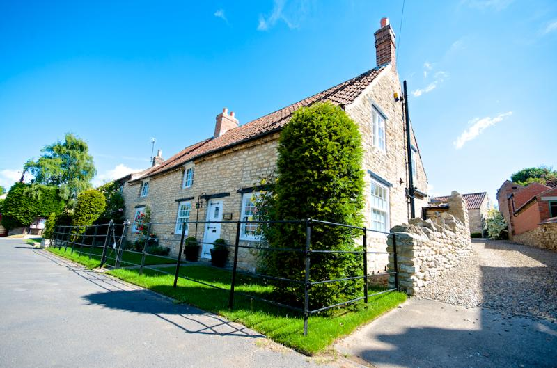 Beautiful Yew Tree Cottage