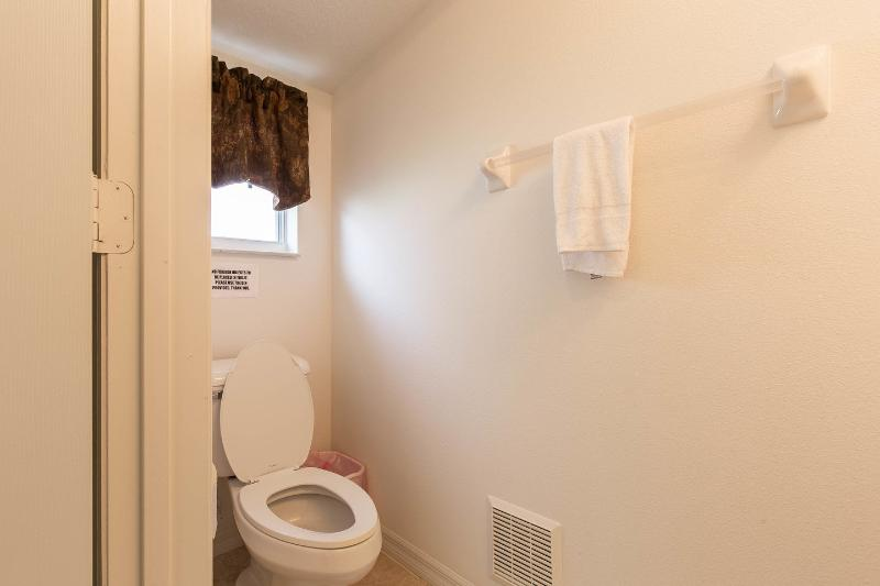 With four restrooms to choose from you should never need to wait long - even with a full house!