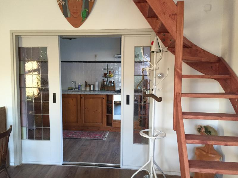 Greenwoods Cottage - in nature, yet close to town., holiday rental in Klimmen