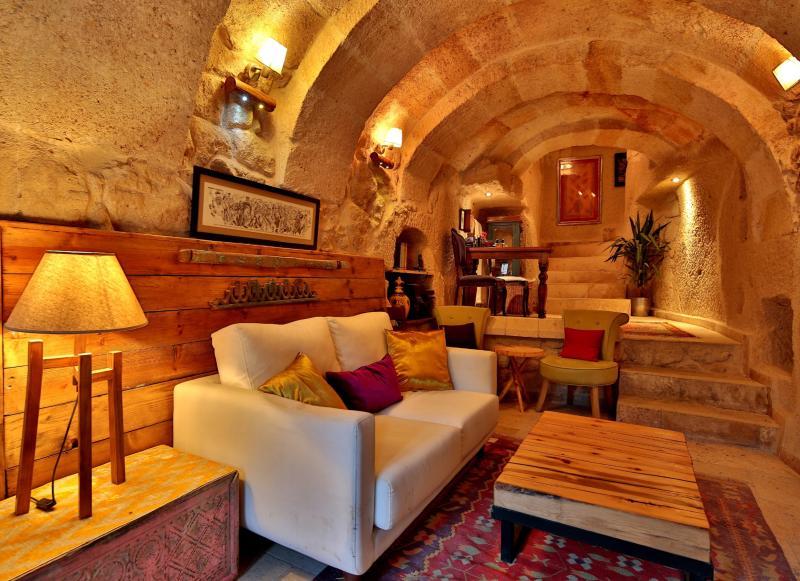 Elaa Cave Hotel - a warm welcome