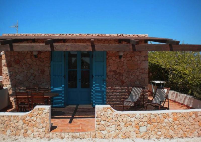IL DAMMUSO tipica costruzione Lampedusana per stare freschi dentro.