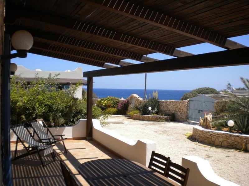 A CASA DI MANUELA DAMMUSO BRISEIDE, Ferienwohnung in Lampedusa