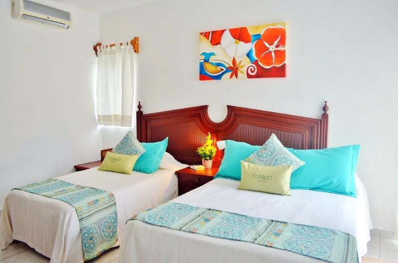 Two Bedroom Beautiful Suite with Partial Ocean View (CA04), casa vacanza a Puerto Morelos