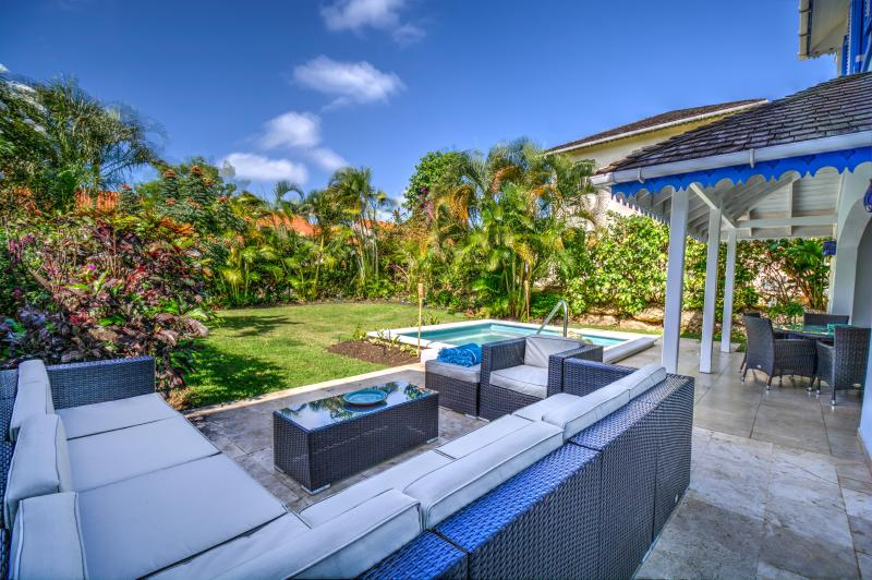 Relax on the beautiful sofa and enjoy the tropical garden...