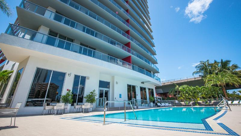 BEACHWALK RESORT  2/2 FREE BEACH SERVICE, holiday rental in Hallandale Beach