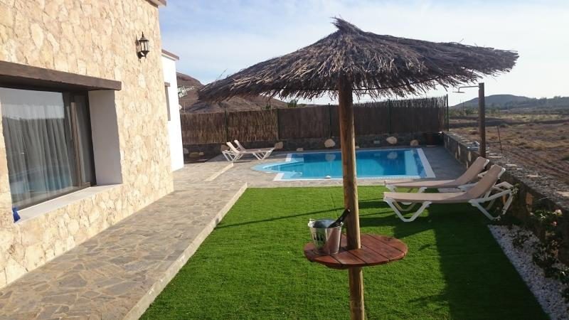 VILLA EL VALLE / WIFI / PISCINA CLIMATIZADA. ETC.., holiday rental in Jandia Peninsula