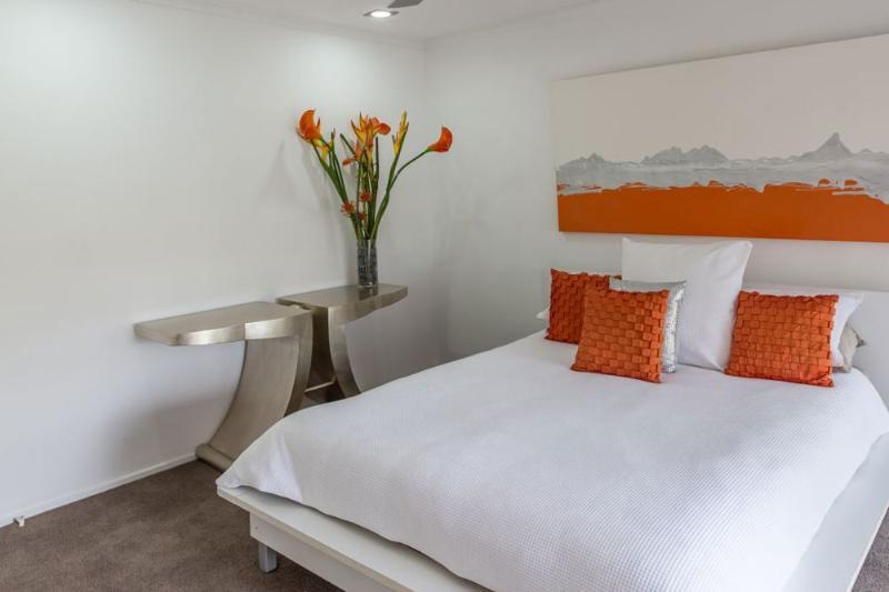 Queen bedroom which overlooks the water