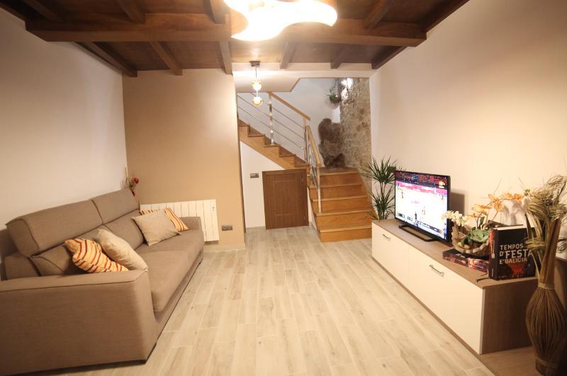 Sala con sofá cama y TV de 42'