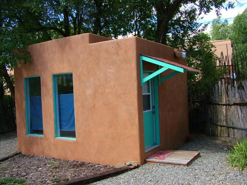 Bunk House -300 sq.ft. met queen bed en futon. Geweldige add-on voor de kinderen, of atelierruimte.