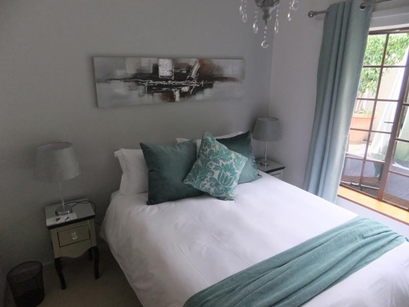 Queen size bed with ensuite shower and wardrobe (3x2.5)