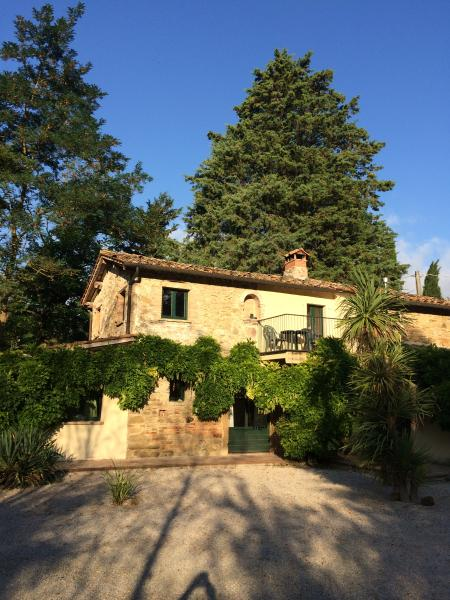 Molinello. A characterful ancient farmhouse set amongst woods and fields