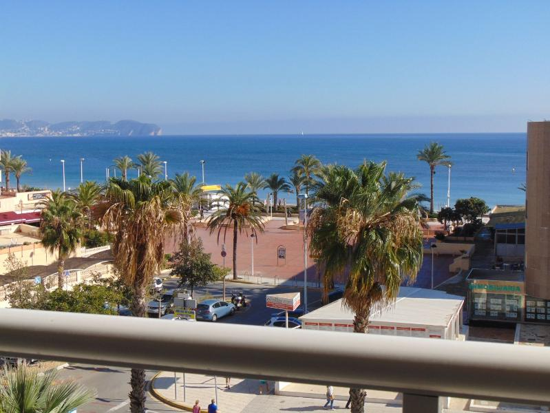 Apolo16 3B12 - Apartment at the beach with pool and sea views in Calpe, holiday rental in Calpe