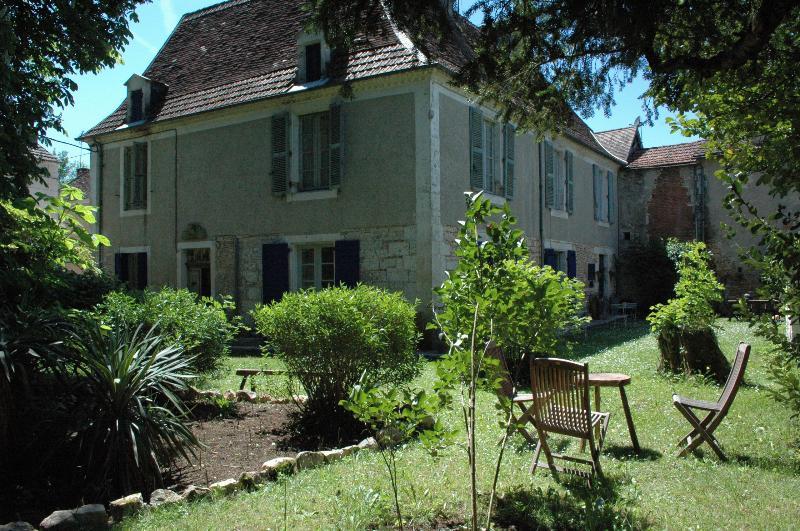 Gîte Côté Jardin, location de vacances à Cubjac