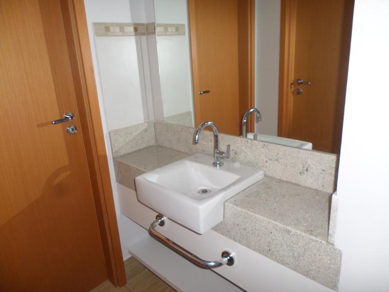 Lavatório com porta toalhas + barras.