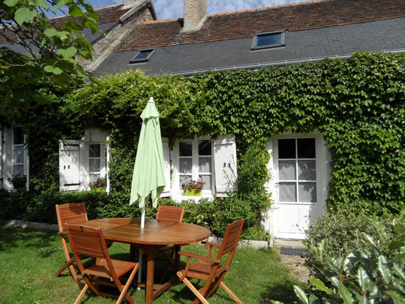 Hortensias:Character gîte, heated pool, WIFI,games, holiday rental in Seillac