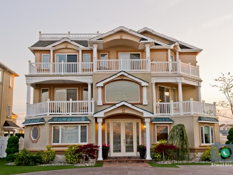 Luxury Beach Mansion 8 Bedrooms, vacation rental in Brigantine