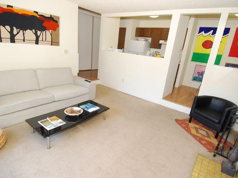 23 Minutes to Downtown Seattle Cbd with Free Rocks, holiday rental in Shoreline