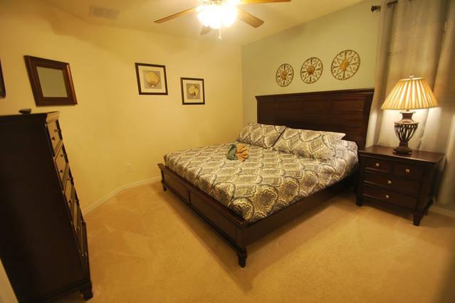 King bedroom, 2nd floor