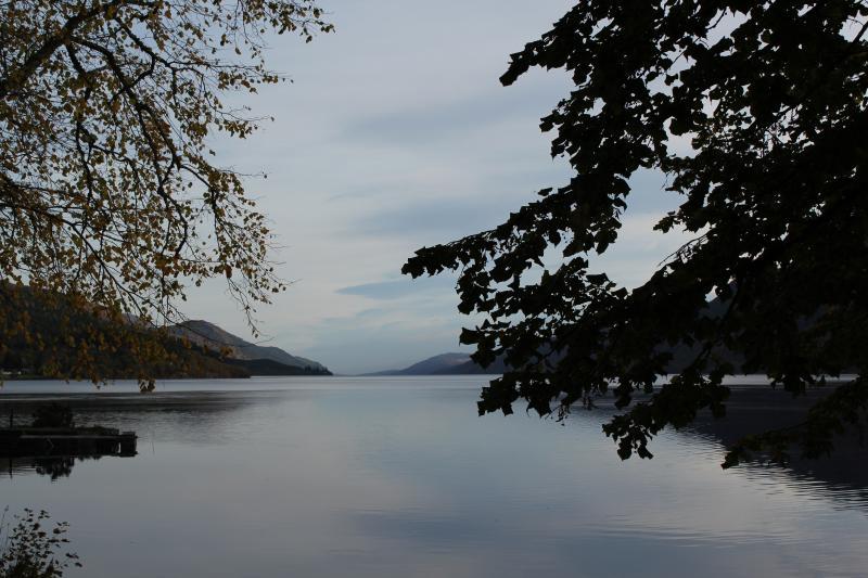 Le jardin à l'arrière - Loch Ness. Tellement calme....