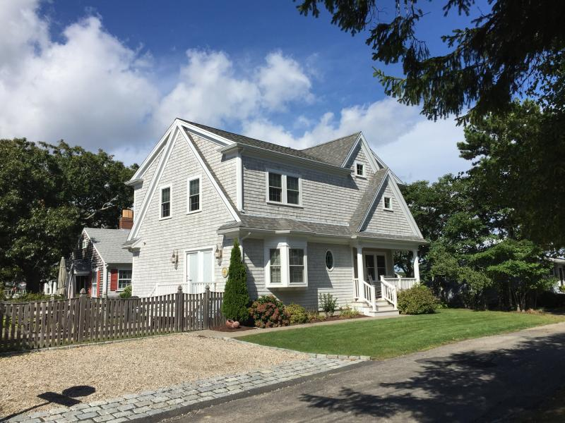 Falmouth Heights home steps to Beaches...Clean and Comfortable, vacation rental in Falmouth