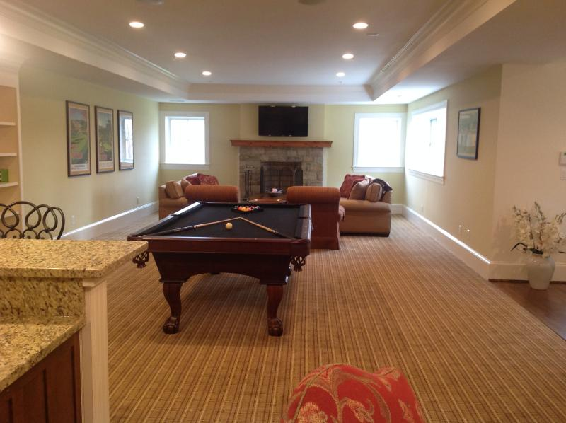 Rec. Room w/Pool Table, separate kitchen and entrance, bar seating and table/chairs for 4 -