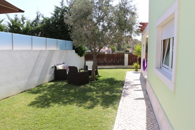 Charming Luxury Villa near Cascais, holiday rental in Azoia