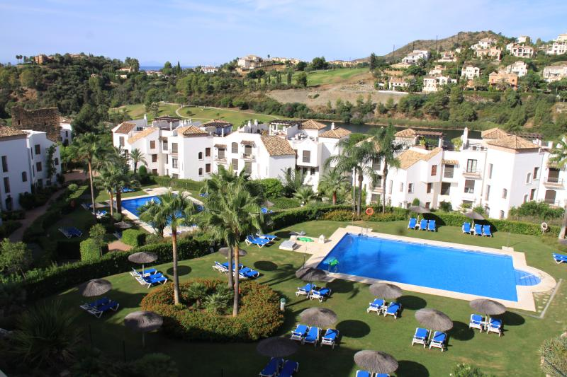 Luxury Benahavis penthouse with stunning views, holiday rental in Benahavis