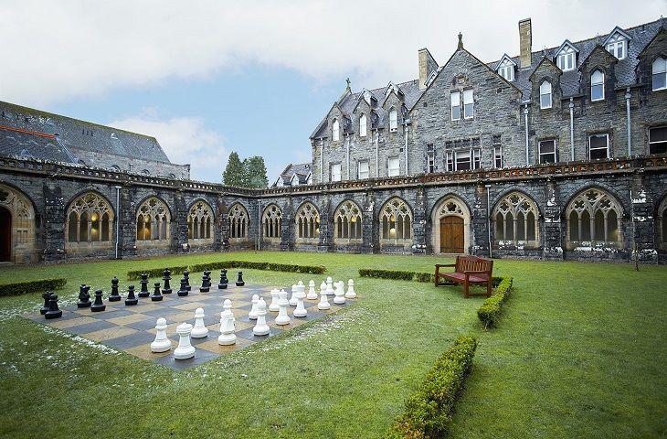 El juego de ajedrez Highland Club Abbey - vencer a los gigantes escoceses en su propio juego!