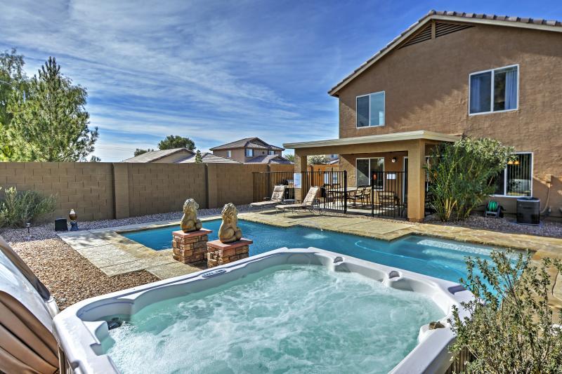 Esperamos pasar su tiempo de inactividad en esta piscina prístina.