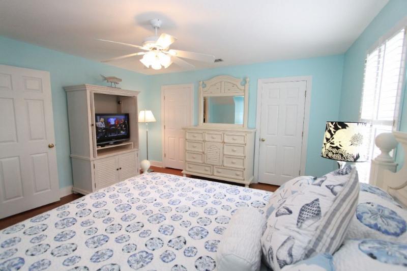 TV in Queen Bedroom #1