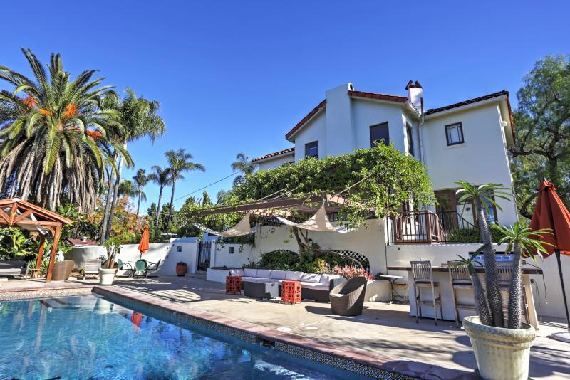Ven escapar a esta única casa de vacaciones El Cajon, equipado con una piscina de aguas cristalinas y espacios al aire libre increíbles!