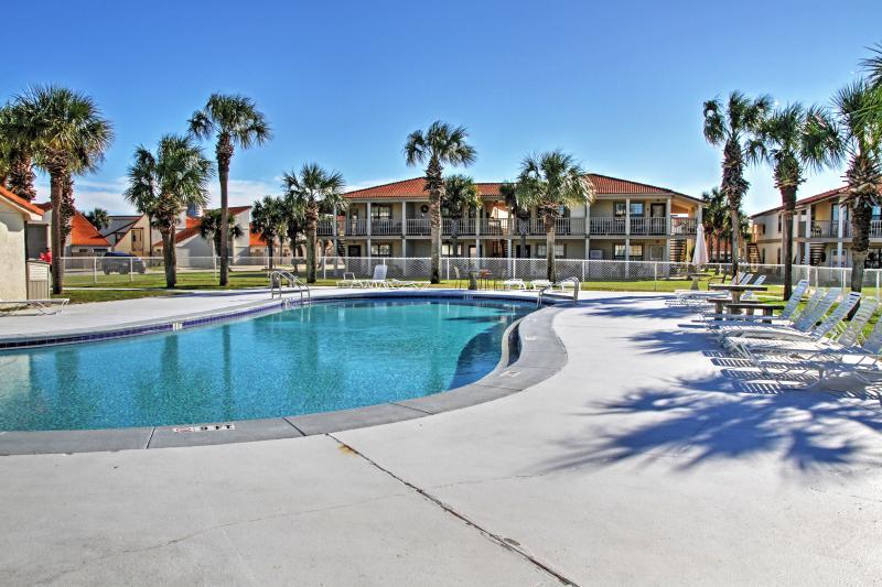Avere l'ultima esperienza costiera della Florida soggiornando in questo delizioso affitto condo Panama City Beach!