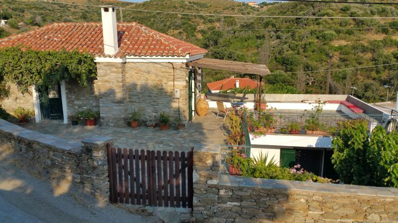 Maison de village traditionnelle, vacation rental in Agii Apostoloi
