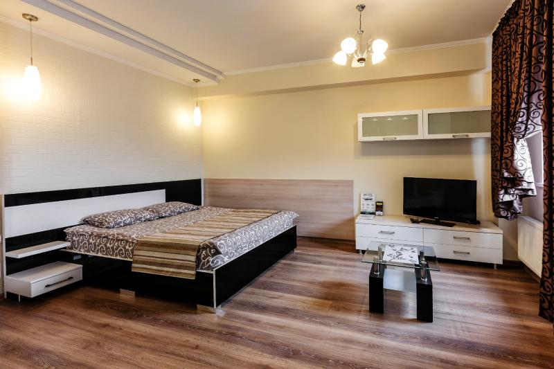 Double bed (bed linens provided). Flat TV.
