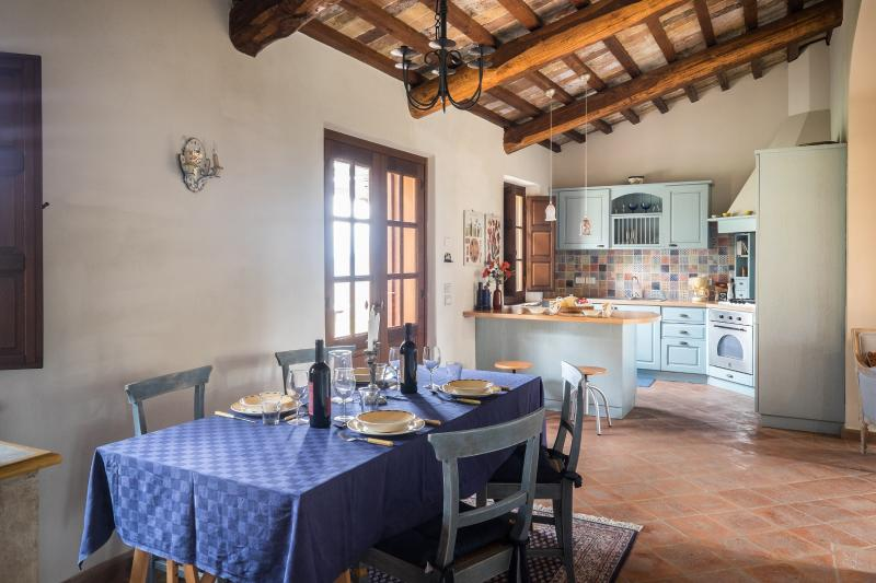 Capanetta kitchen and dining room