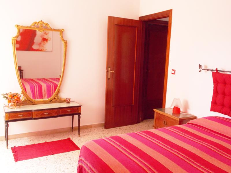 Red Room: - country view - air conditioning - free WI-FI