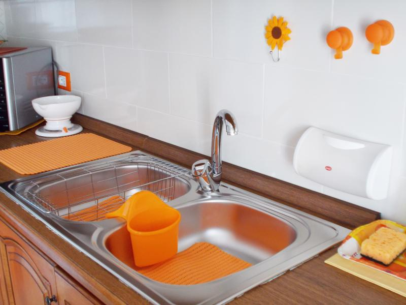 kitchen - 4 burners - fridge - microwave - oven - balcony overlooking the sea, the village - free WI-FI