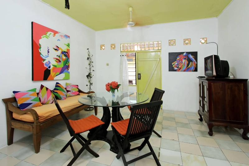 Part of a large villa Bali style, laid back & chill out atmosphere & yet being in the heart of Semin
