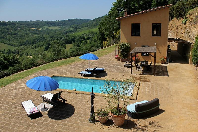Country House, Pool, Garden, Breathtaking Views, casa vacanza a Civita di Bagnoregio