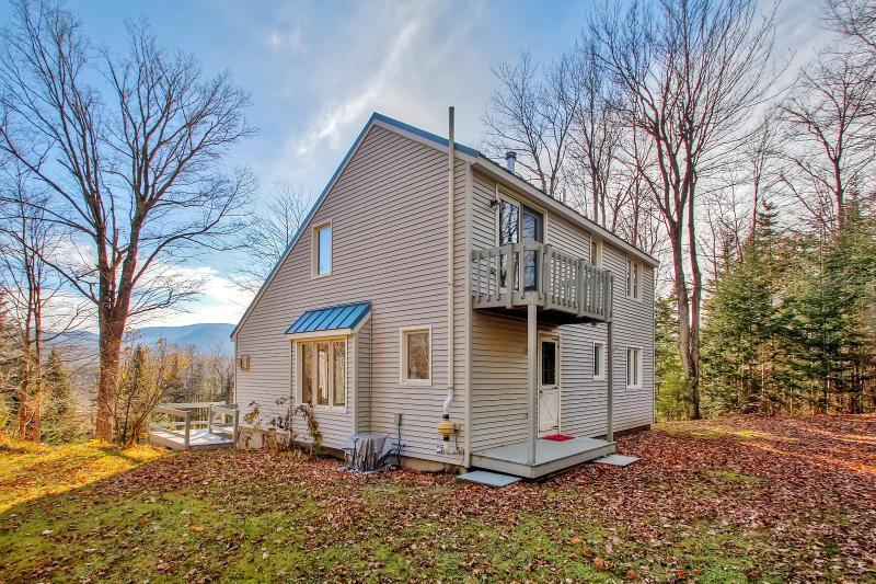 Deje que este ligero y luminoso casa de alquiler de vacaciones Randolph sirven como su base de operaciones para explorar pintorescas montañas blancas de New Hampshire!