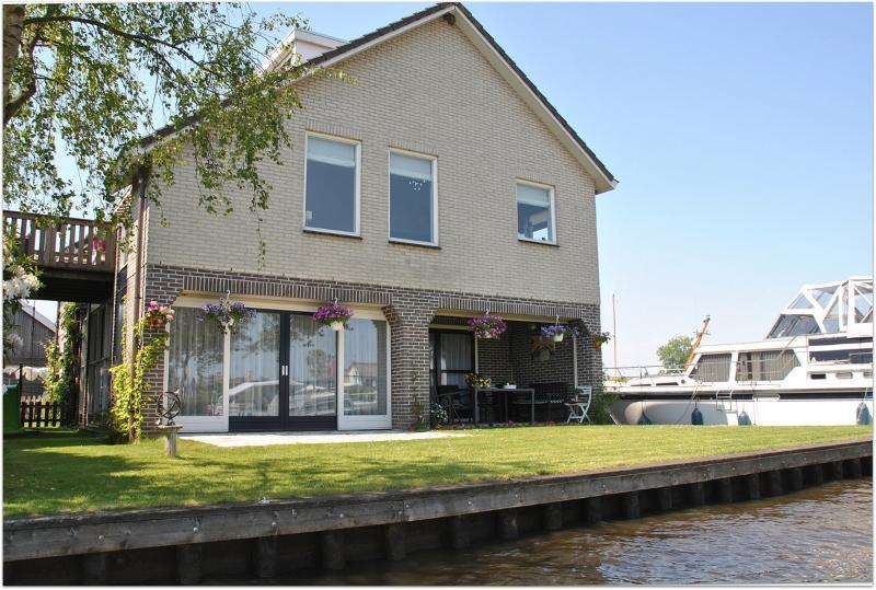 Appartement aan het water, casa vacanza a Wanneperveen