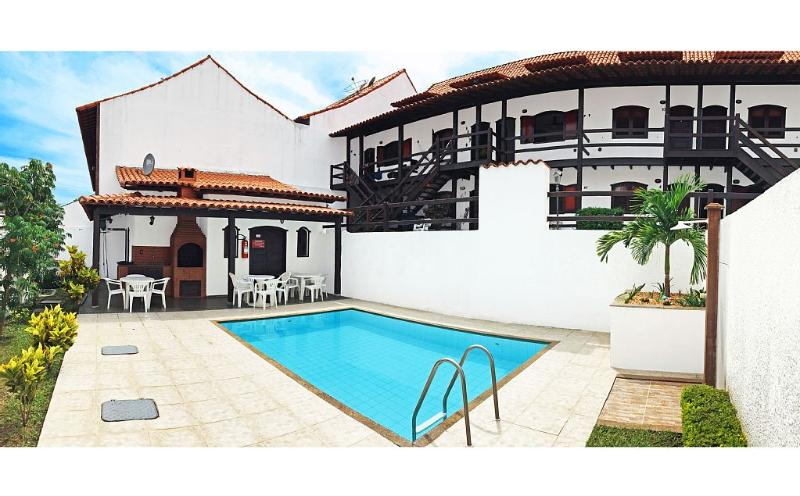 Rustic duplex near Beach & Dunes Pool BBQ Garage, location de vacances à Cabo Frio