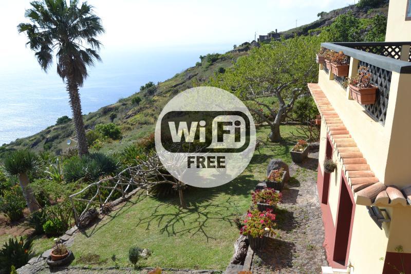 Country House, Garden and Sea View 105, vacation rental in Faja da Ovelha