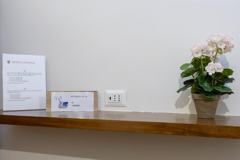 mobile phone usb charging sockets in all rooms