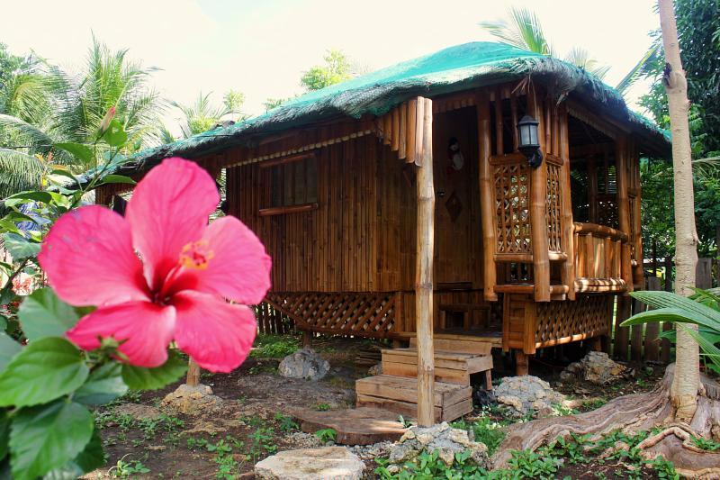 Moalboal Bamboo House Saavedra / Moalboal