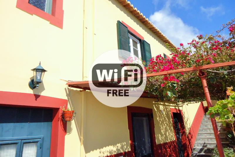Country House, Terrace, Quiet and Sea View 102, vacation rental in Faja da Ovelha